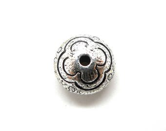 10 round floral silver beads (ccb)