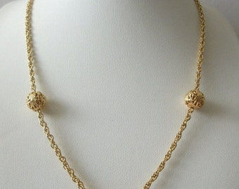 ON SALE Vintage 1965 Dainty Gold Tone Necklace 92116