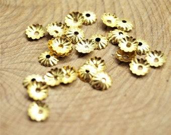 Lot de 100 perles intercalaire fleurs, coupelles, calottes dorées 5 mm