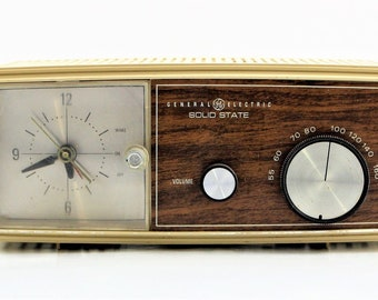 Vintage 60's General Electric Solid State Clock Am Radio