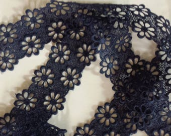LACE MOTIVES FLOWERS FOUR INCHES NAVY BLUE
