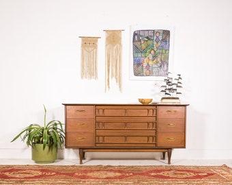 Mid Century Modern 9 Drawer Dresser by Unagusta