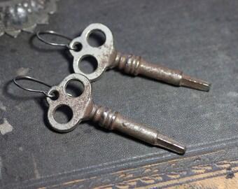 Ancienne clé de squelette de boucles d'oreilles vieille clé rouillée vieilli argent bijoux rustique