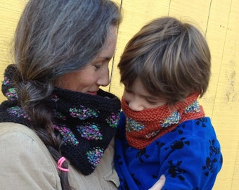 "Cowl Knitting Pattern ""Polka Dance"""