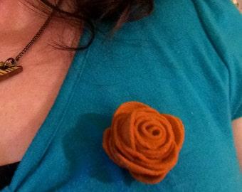 Felt rose flower brooch - wool felt brooch - Natural and ecofriendly