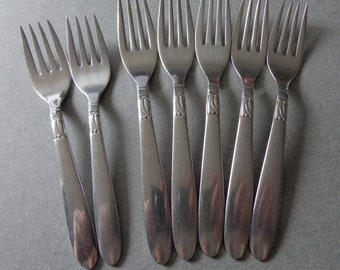 IS Creation I Mixed Lot Stainless Flatware, 5 Dinner Forks and 2 Salad Forks, International Silver silverware