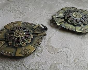 Ornate multi colored metal 2 piece belt buckle