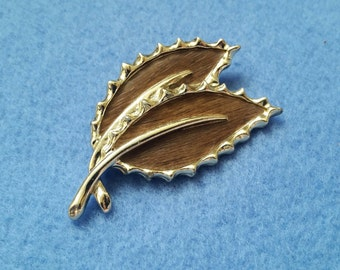 Vintage Sarah Coventry Leaf Brooch Pin faux wood tone leaves 1968