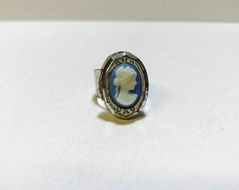 Vintage 1980s cameo locket ring
