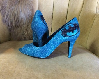 Custom made fan art high heels. Open toed heels. Batman style heels. Batman style pumps.