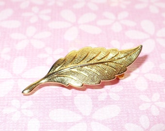Small brushed gold tone leaf pin vintage 1960's.