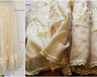 1970s Gunne Sax Romantic White Cotton Prairie Skirt - Vintage Western- High Waisted -  Cream Ruffle and Lace Size XS - Hippie / Boho Wedding