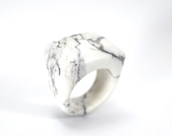 Size 9.5 Howlite Ring