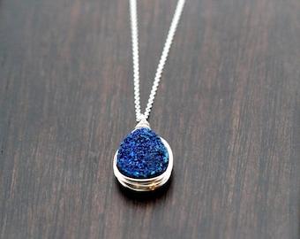 Druzy Teardrop-Halskette, blau Draht eingefasst Lünette umwickelt Druzy Quarz, Sterling Silber, 14k Gold füllen, Rose, Kobalt-Anhänger