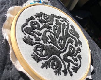 """6"""" Embroidery hoop - Abstract bodies"""