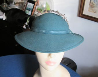 Vintage Green Wool Felt Hat with Feather Doeskin Felt Geo W Bollman & Co Made in USA Designed by Fabini New York
