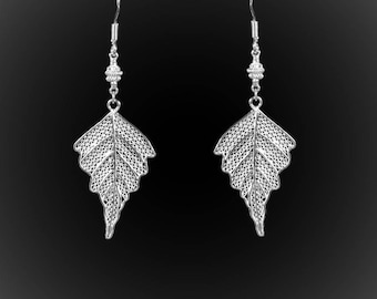 The Acorn short earrings with silver embroidery