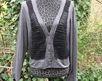 Vera Wang Gray Feathered Button Up Long Sleeve / Vera Wang Gray Long Sleeve Shirt / Gray Vera Wang Layered V-Neck Long Sleeve Shirt -Size XL