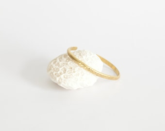 Brass cuff bracelet with hammered center, simple and modern (sold individually)