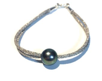 Tahitian round pearl, Tahitian pearl bracelet, silver cord, sterling silver clasp. Woman bracelet with peacock tahitian pearl