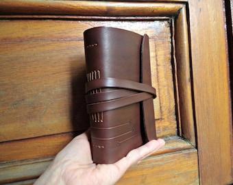 Cuaderno de cuero. Libro de cuero. Diario de la piel. Cuaderno de bocetos. Libro en blanco. 4.5 x 6,3 pulgadas. Color marrón oscuro.
