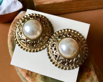 Vintage Faux Pearl Gold Tone Clip On Earrings