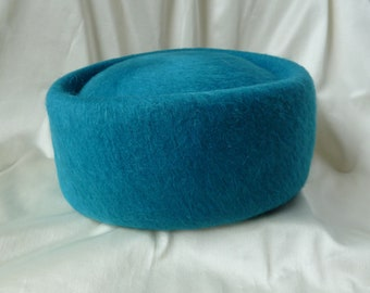 Vintage Dress Hat Turquoise/MAHARA Mohair Pill box Ladies structured dress hat/Mahara union label stamp/Made in USA/Jackie O/Kate Middleton