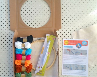 Punch needle starter kit. Monks cloth, adjustable punch needle, embroidery hoop, yarn and instructions. Beginners, easy.