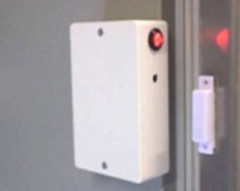 White fridge freezer door alarm with adjustable time-delay & 10mm flashing red led