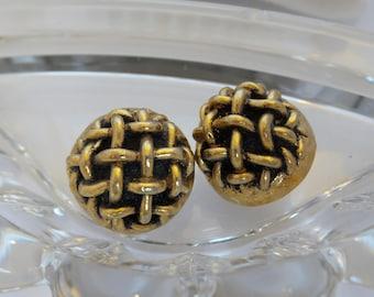 Gold Tone Weave Dome Button