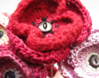 Crochet Pattern for a Poppy (Brooch or Flower)