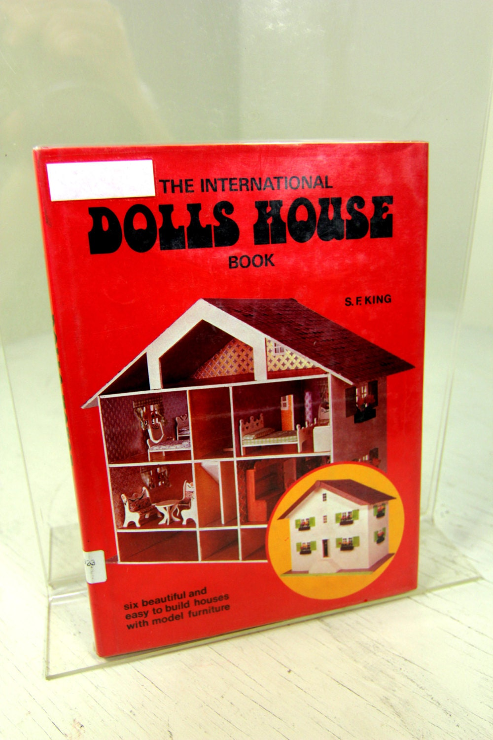 The international dolls house book vintage dollhouse furniture sold by kindnessofstrangers solutioingenieria Choice Image