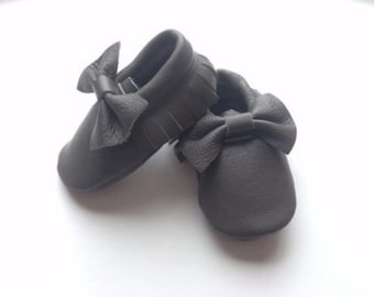 Free shipping to US and PR,Gray moccasins,Baby girl shoes,Newborn shoes,Bow moccasins,Baby shoes gray