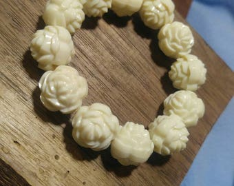 Vintage Lucite White Rose Bead Bracelet