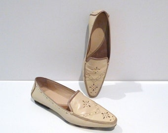 Cole Haan Loafers Vintage Metallic Embellished Leather Slip Ons Size 9B Driving Moccasins Cream Light Beige Metallic Inlay Accents Pointy