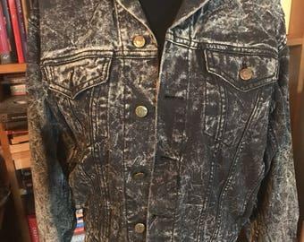 80's Guess Men's Black Acid Washed Denim Jacket Size M