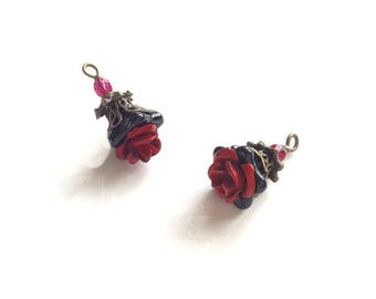 Set of 2 mounted charm/pendant, red, black and bronze Czech glass flowers