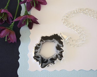 Geode Necklace Silver, Crystal Necklace, Geode Agate Slice, Boho Jewelry, Druzy Pendant, Vegan, Silk Jewelry, Natural Geode, GS73