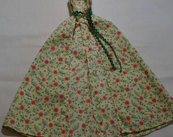 Barbie Doll Cape, Flowers