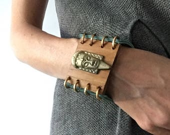 """Big green leather and Wood bracelet """"bronze face"""""""