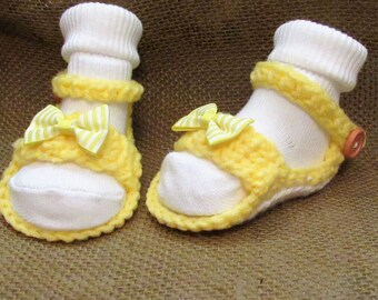 c23  Newborn to 3 Months Yellow and White Baby Girl Crochet Shoes , Christening Shoes,  Baby Girl Crocheted Booties