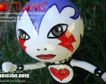 Art toy inspired by the fashion of the 80 's. Glam. Papier mache. Fashion-inspired character from the years 80. Art Doll. Ooak