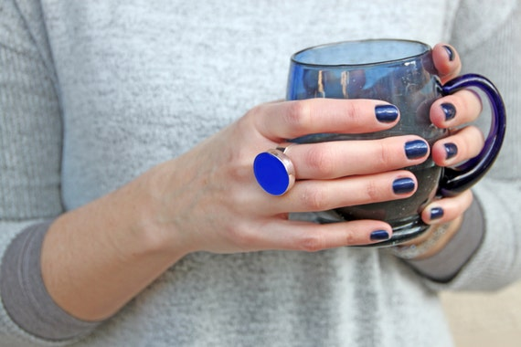 Lapis blue ring, blue resin ring, cobalt blue statement ring, blue round ring, big chunky ring, modern minimalist, blue round cocktail ring