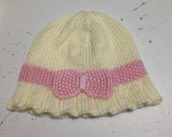 Knitted cream cloche with seed stitch band for little girl 6-12 months old