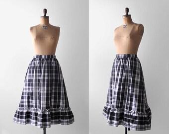 1960's plaid skirt. black & white. 60's full skirt. ruffled. medium skirt. 1960. taffeta.