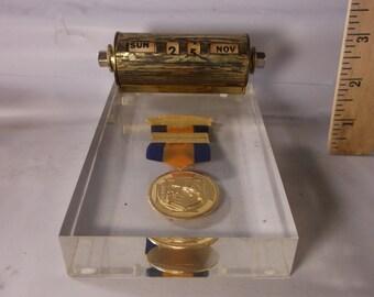 Colorado Law Enforcement  Gun Marksmen Shooting Award Perpetual Desk Calendar 1962 Lucite Revolving Number Paperweight.epsteam
