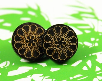 Wooden Buttons - 10 pieces of Black Wooden buttons with Splendid Flower pattern. 0.59 inch