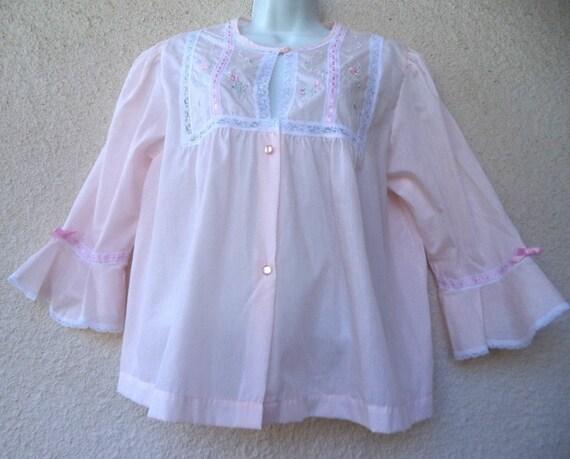 000c04ef9b 1960s Bed Jacket. Short Peignoir. Hospital Robe. Lace Trim.