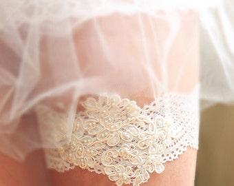 Wedding Garter, Ivory Lace Garter, Bridal Lace Garter, Wedding Lace Garter, Beaded Lace Garter