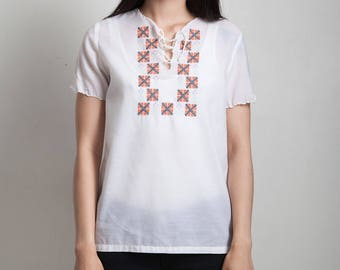 vintage 70s embroidered lace up top short sleeves white cotton SMALL S